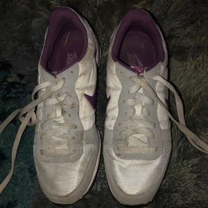 Nike light grey and purple chic sneakers 8.5